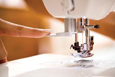NV10A_Automatic-needle-threading