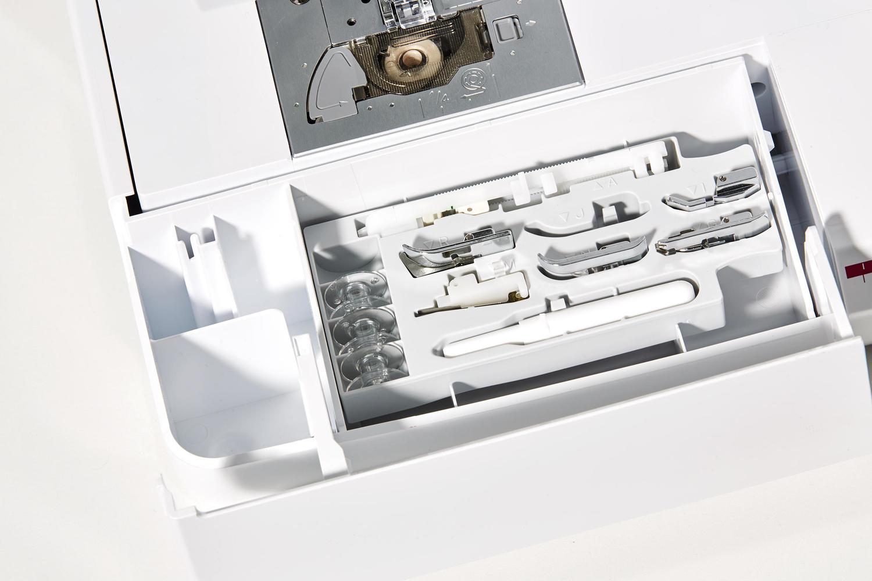 NV1040SE_accessory-compartment