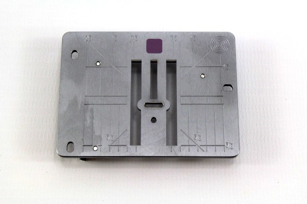 Original Bernina 9mm Stichplatte mit 5,5mm Stichloch ( für Modelle D Ea 3+4 Eb3+4 Ec3 mm/Inch)